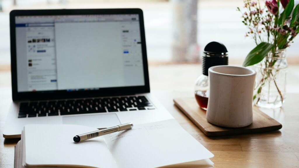 ノートパソコンとペン